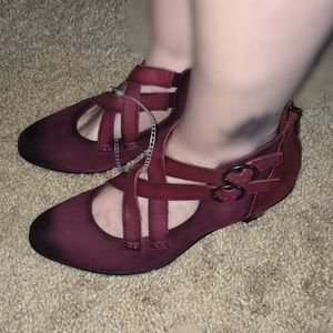 NEW Burgundy Women's Earth Shoes Size 7